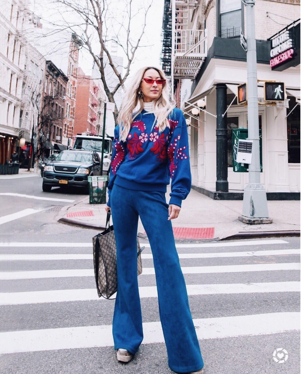 This outfit is chic but we're willing to bet it's absurdly comfortable. Perfect for bouncing between runways.{&amp;nbsp;} (Image via @anchyi)<p></p>