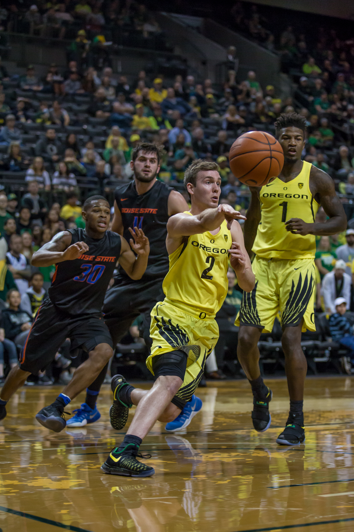 Oregon guard Casey Benson (#2) passes the ball across the court. After trailing for most of the game, the Oregon Ducks defeated the Boise State Broncos 68-63. Photo by Dillon Vibes
