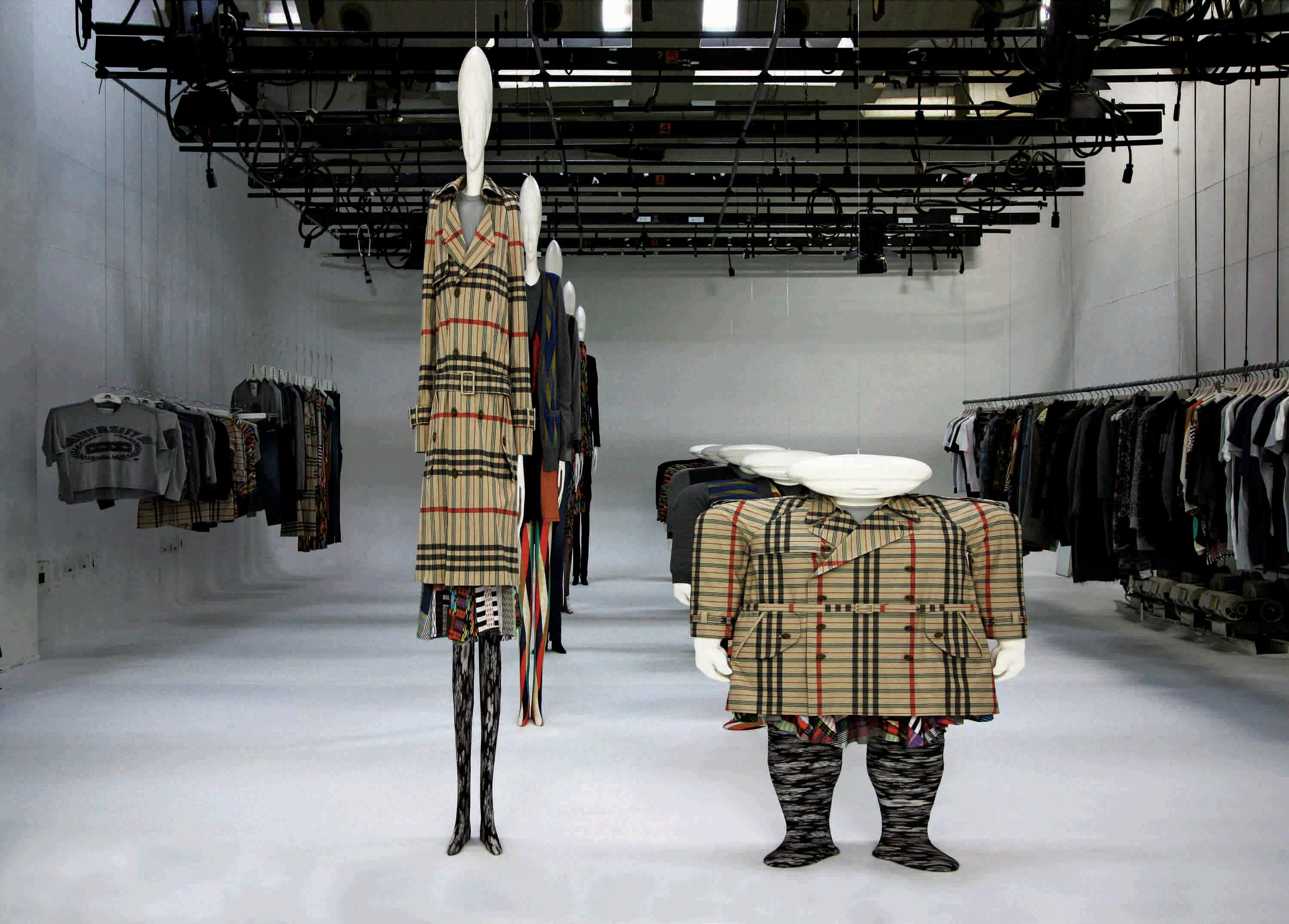 Anrealage and Kunihiko Morinaga Two mannequins and ensembles WIDESHORTSLIMLONG, A/W 2010 Courtesy of Barrett Barrera Projects & RKL Consulting (Photo: Anrealag)