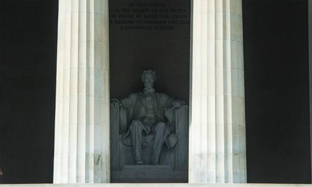 A single security guard patrols the closed Lincoln Memorial in Washington on October 3.