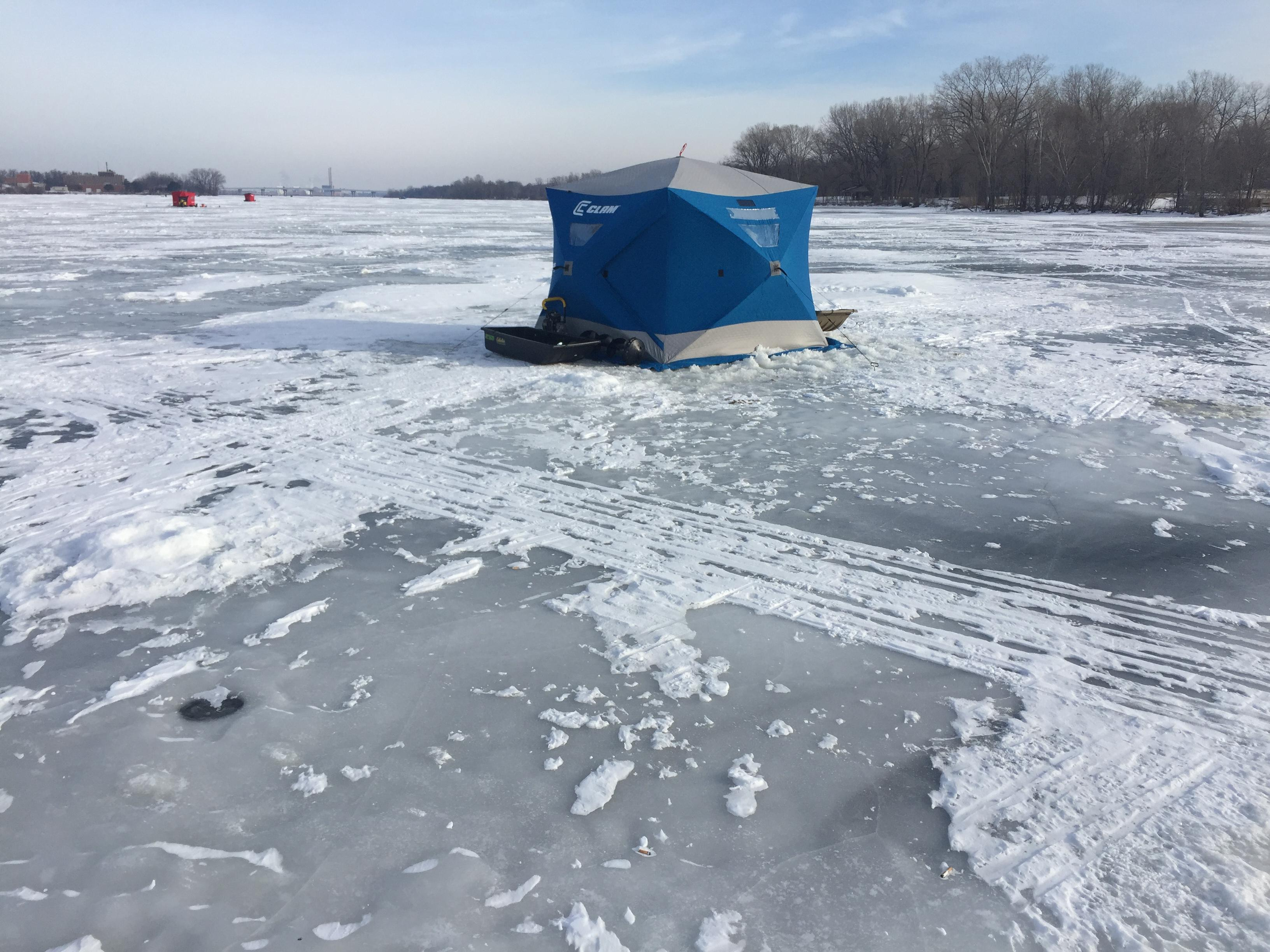 Portable ice fishing shelter on Fox River in De Pere, January 19, 2018 (WLUK/Eric Peterson)