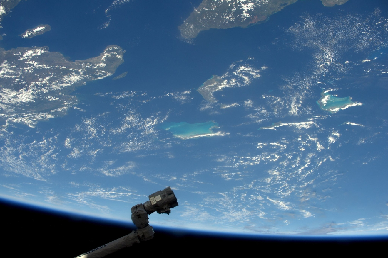 The robotic arm spotted a beautiful island in the Caribbean. I?m sure he?d appreciate vacations, but there?s work to be done! (Photo & Caption: Thomas Pesquet // NASA)