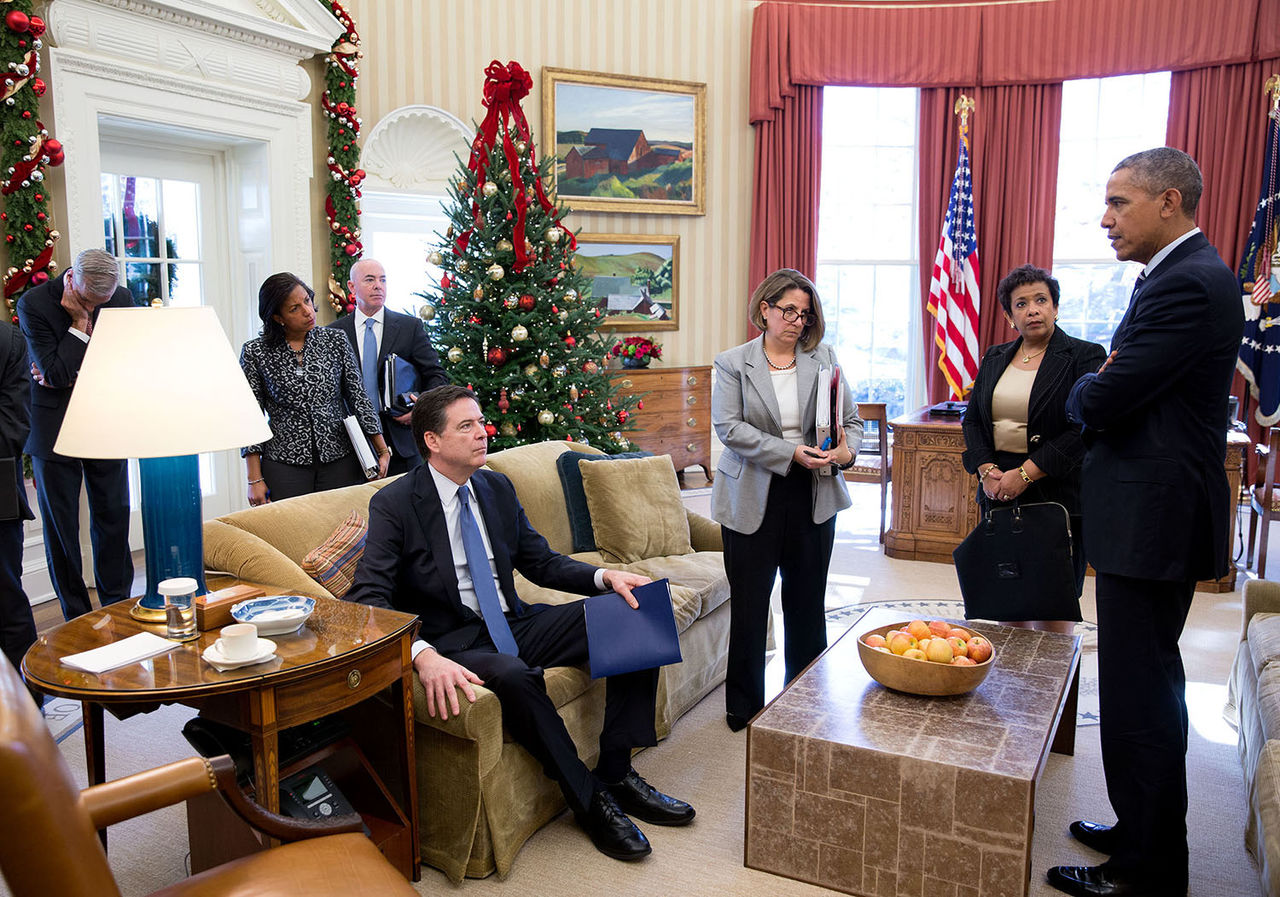 File photo of FBI Director James Comey, US A.G. Loretta Lynch, and President Obama in the  Oval Office with a Christmas tree. (credit Wiki Commons)