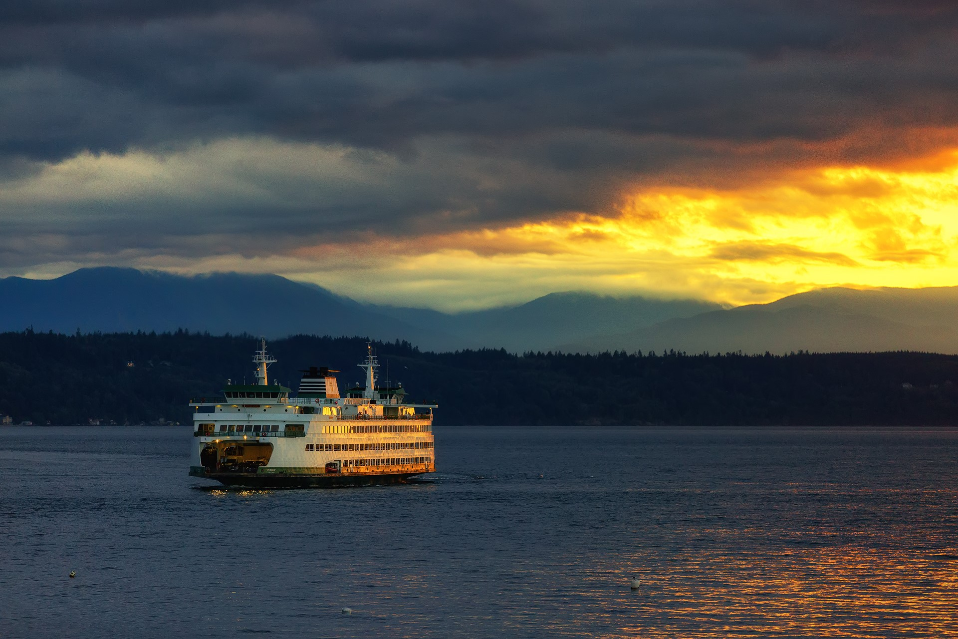Sunset in Edmonds, Wash.  (Photo: Harry Shin)