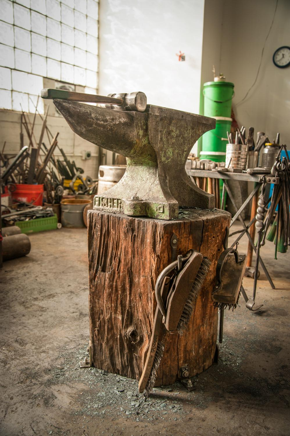 An old tree stump topped with an anvil, which was made in 1938 and sourced from Fort Knox / Image: Melissa Doss Sliney