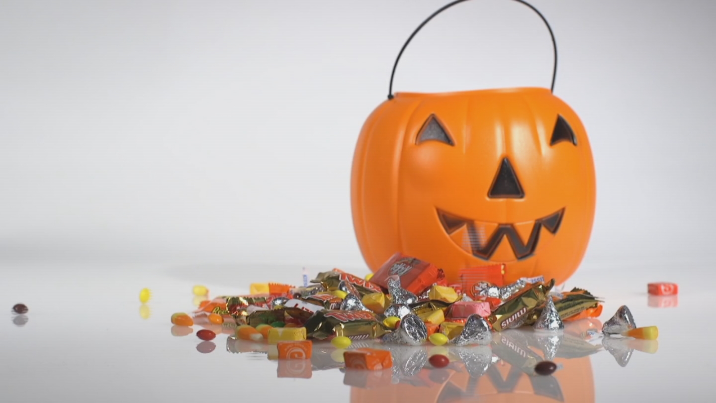 Whether you're doling it out or your kids are bringing it home, you may be tempted by a lot of candy this Halloween. Here's what 100 calories of your favorites measure out to, according to Consumer Reports.<p></p>