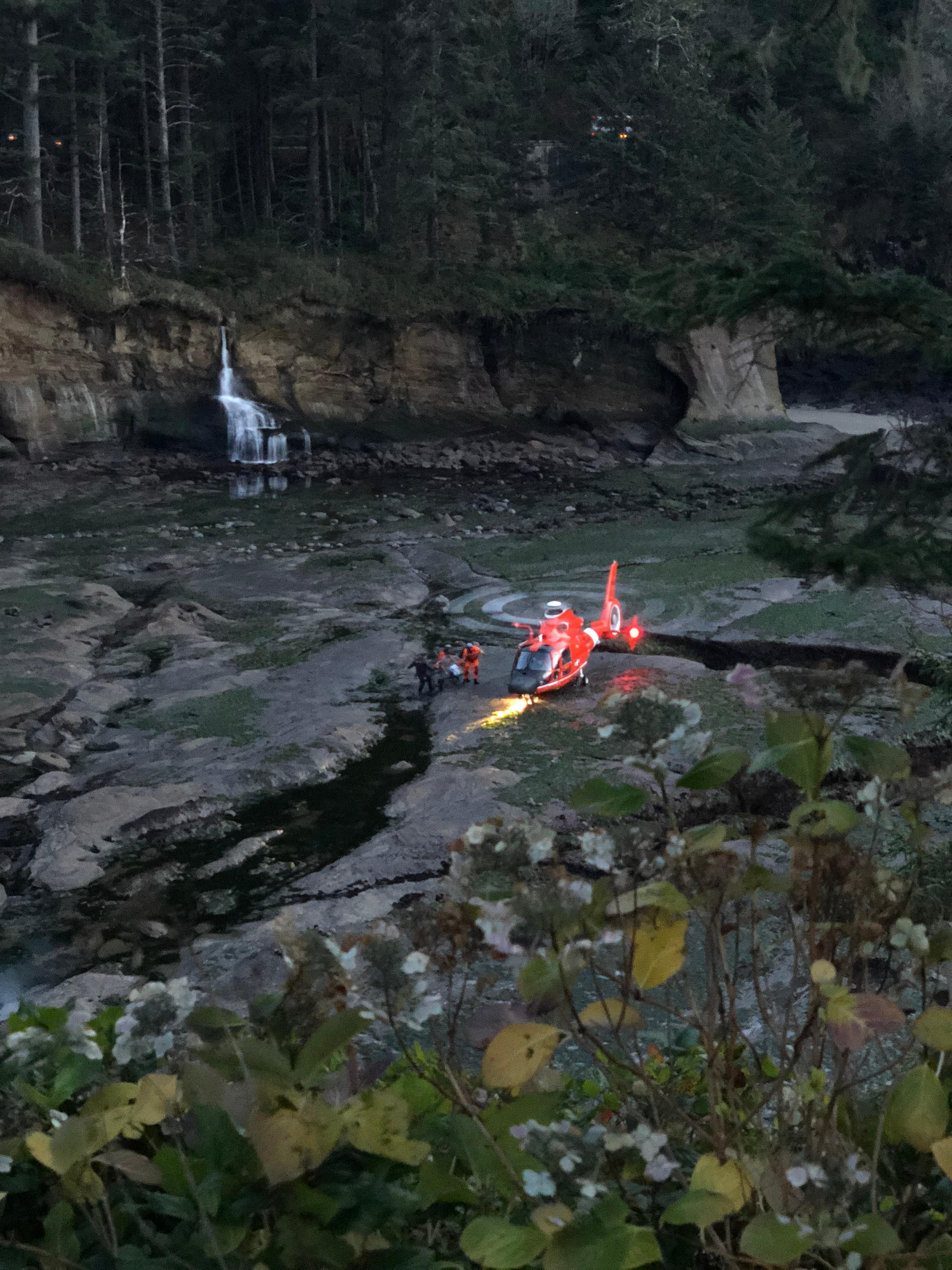 Rescuers move a man suffering from a medical condition toward a waiting U.S. Coast Guard helicopter at Big Whale Cove near Depoe Bay, Oregon on Tuesday, Jan. 2, 2018. (Photo: Depoe Bay Fire District)<p></p>
