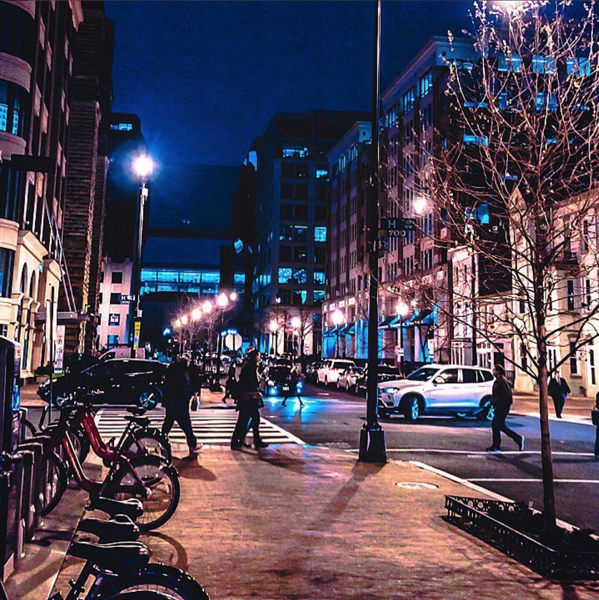 D.C. at night is so lovely. (Photo via @kuntong__)