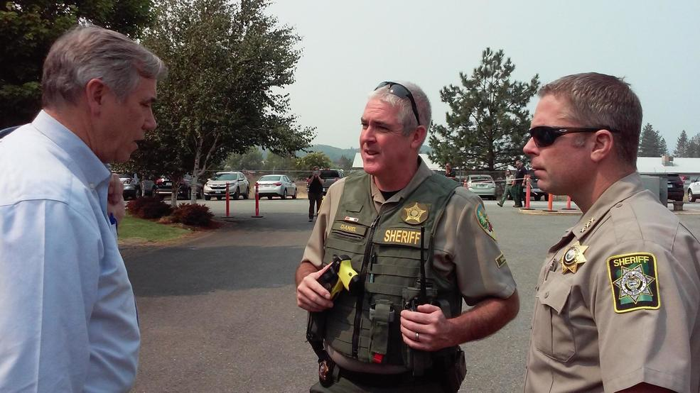 1004478287 Fire Briefing - Merkley, JoCo Sheriff Dave Daniels, Sickler.jpg