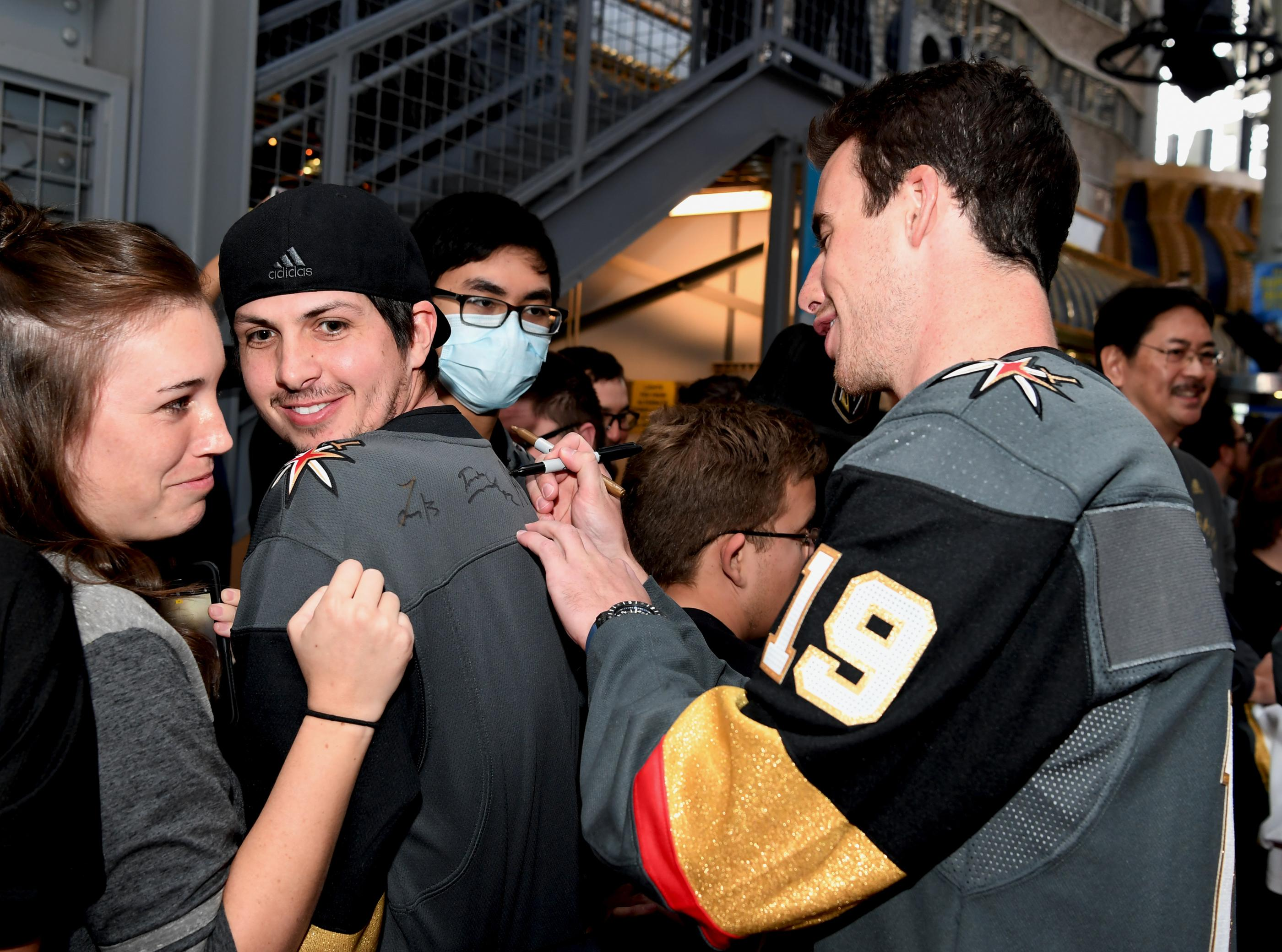 The Golden Knights host a Fan Fest with the D Las Vegas and Fremont Street Experience. Las Vegas Golden Knights player Reilly Smith signs a fans shirt at Fremont Street Experience. Sunday, January 14, 2017. CREDIT: Glenn Pinkerton/Las Vegas News Bureau