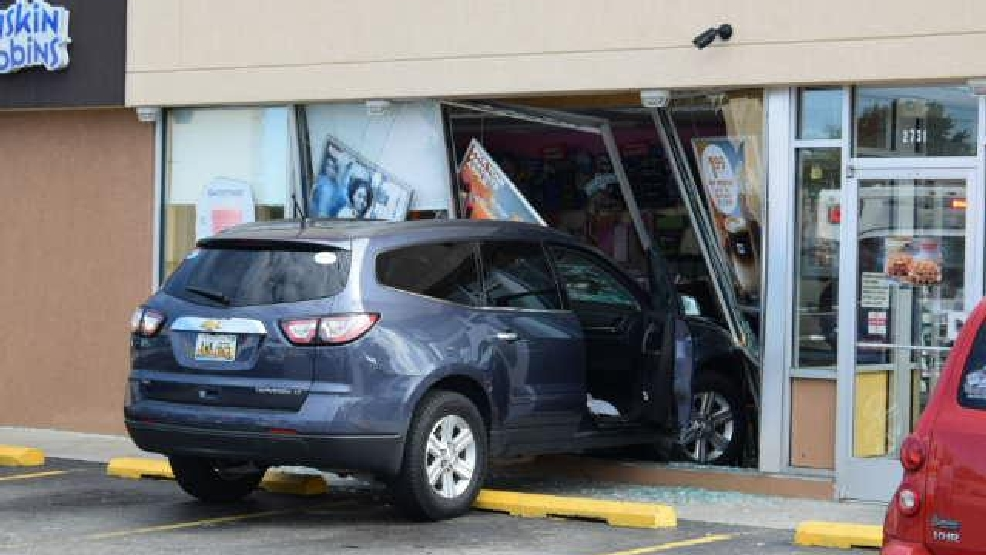 Car crashes into St. Joseph Dunkin\' Donuts | WSBT