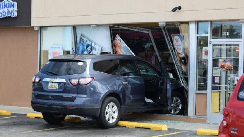 Car crashes into St. Joseph Dunkin\' Donuts | WSBT