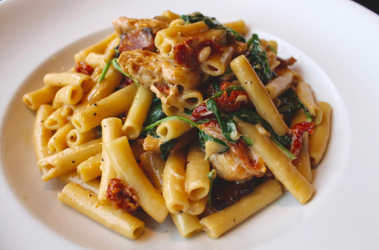 Rosemary Smoked Cheddar Ziti : seared chicken, pancetta sun-dried tomatoes, spinach, pine nuts, and parmesan cheese / Image: Rose Brewington // Published: 3.12.17