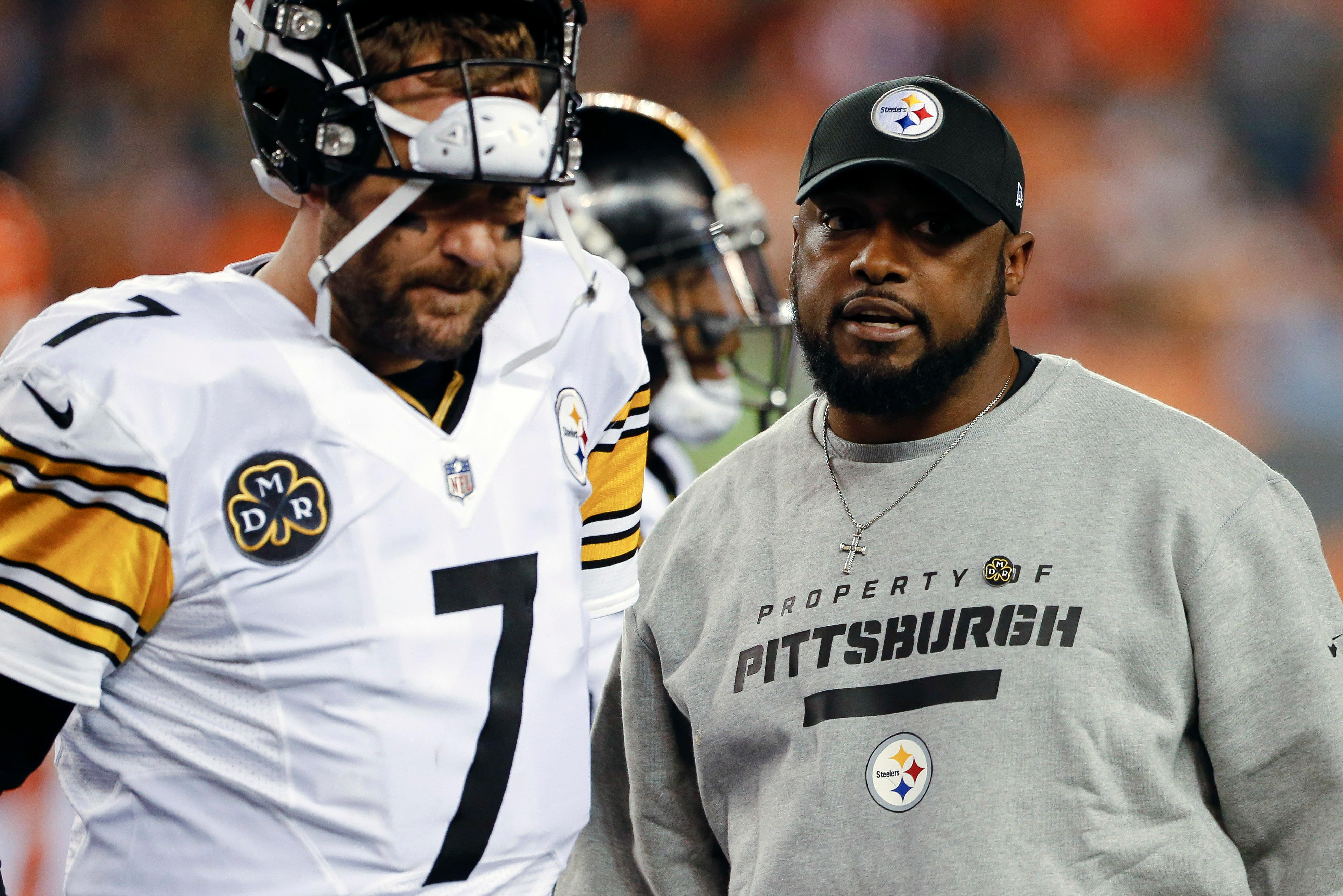 Pittsburgh Steelers head coach Mike Tomlin, right, speaks with quarterback Ben Roethlisberger (7) in the first half of an NFL football game against the Cincinnati Bengals, Monday, Dec. 4, 2017, in Cincinnati. (AP Photo/Gary Landers)