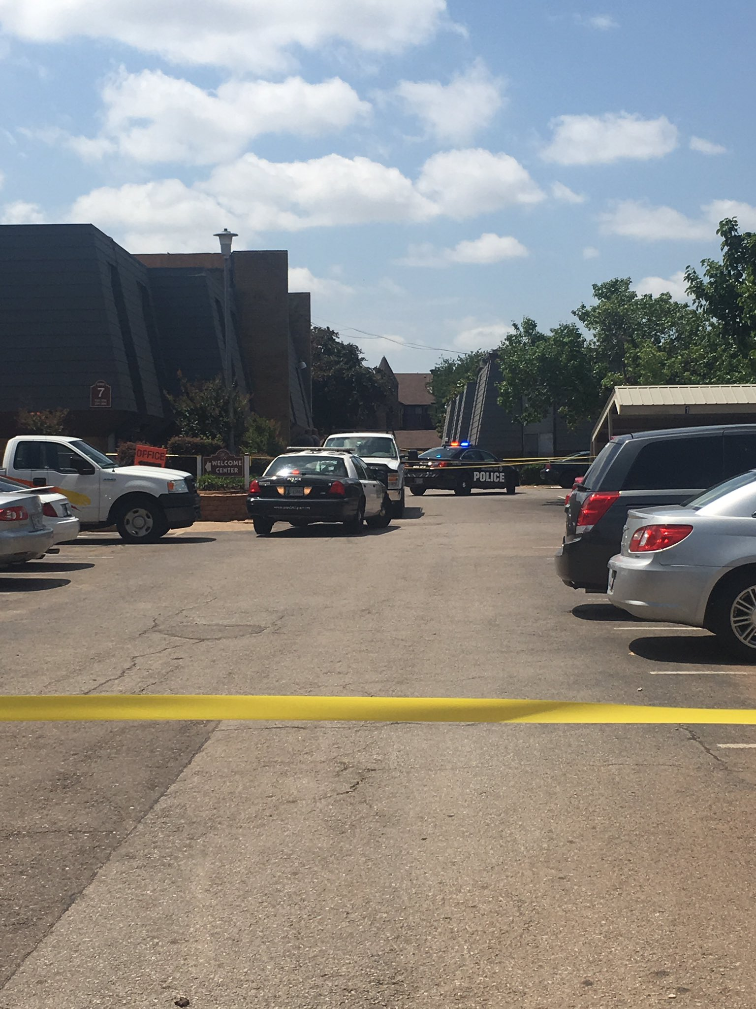 Police investigate a homicide June 15 at Meridian Ridge apartments in Oklahoma City. (KOKH/Emily Collins)