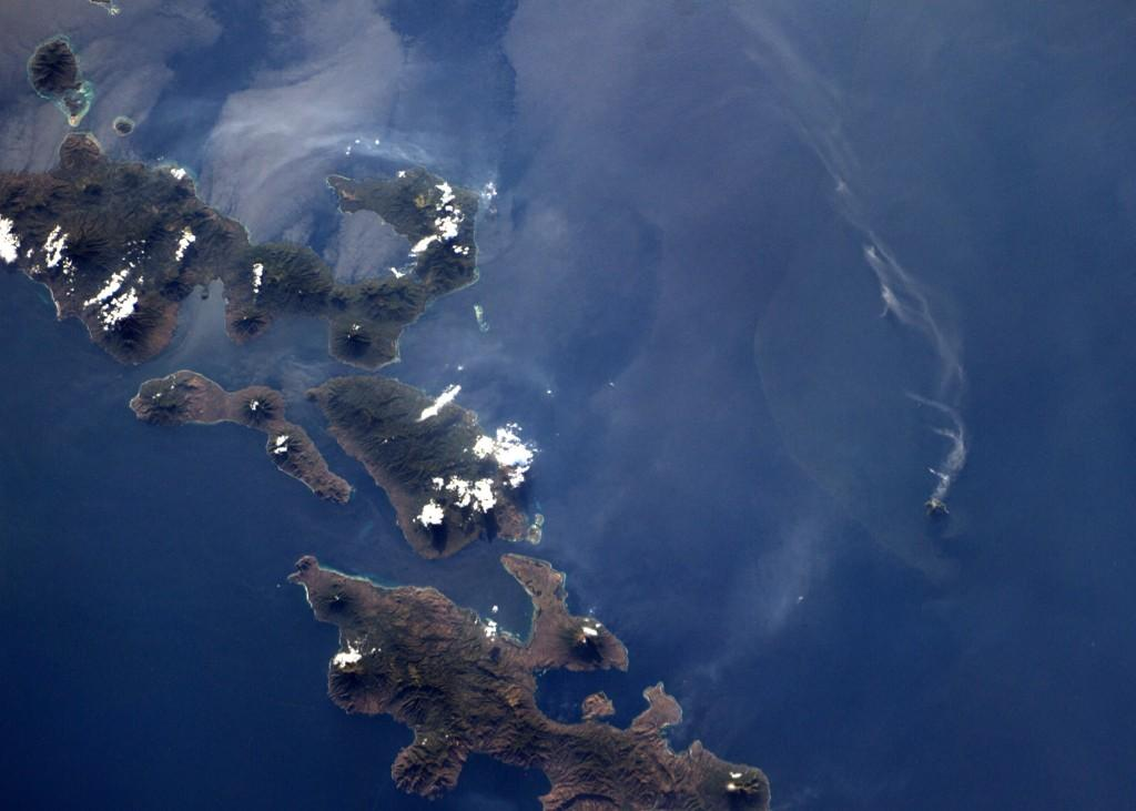 One little #volcano puffs along in #indonesia (Photo & Caption: Reid Wiseman, NASA)