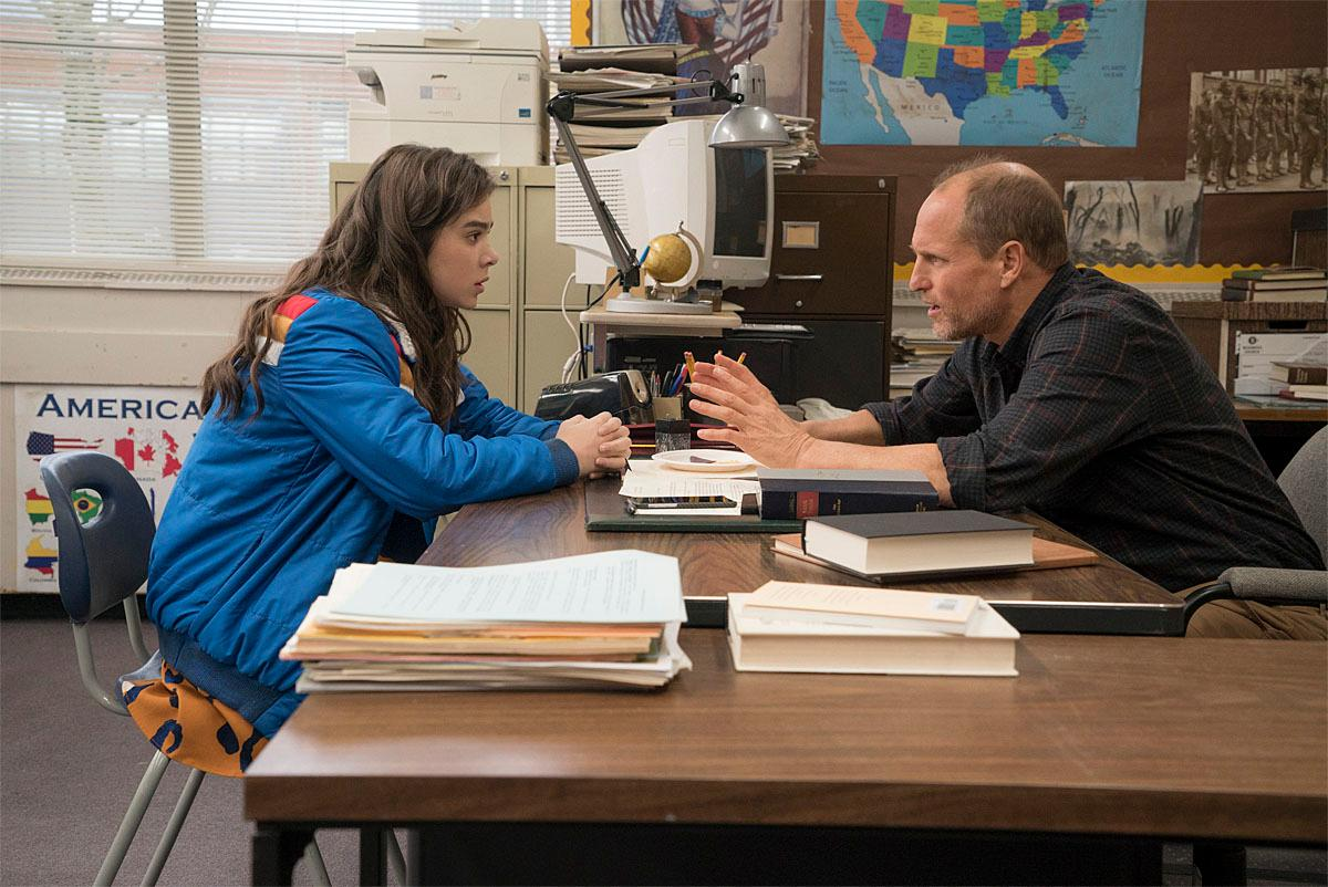 (Left to Right) Hailee Steinfeld and Woody Harrelson in THE EDGE OF SEVENTEEN. Photographer: Murray Close. Copyright: ©2015 STX Productions, LLC.
