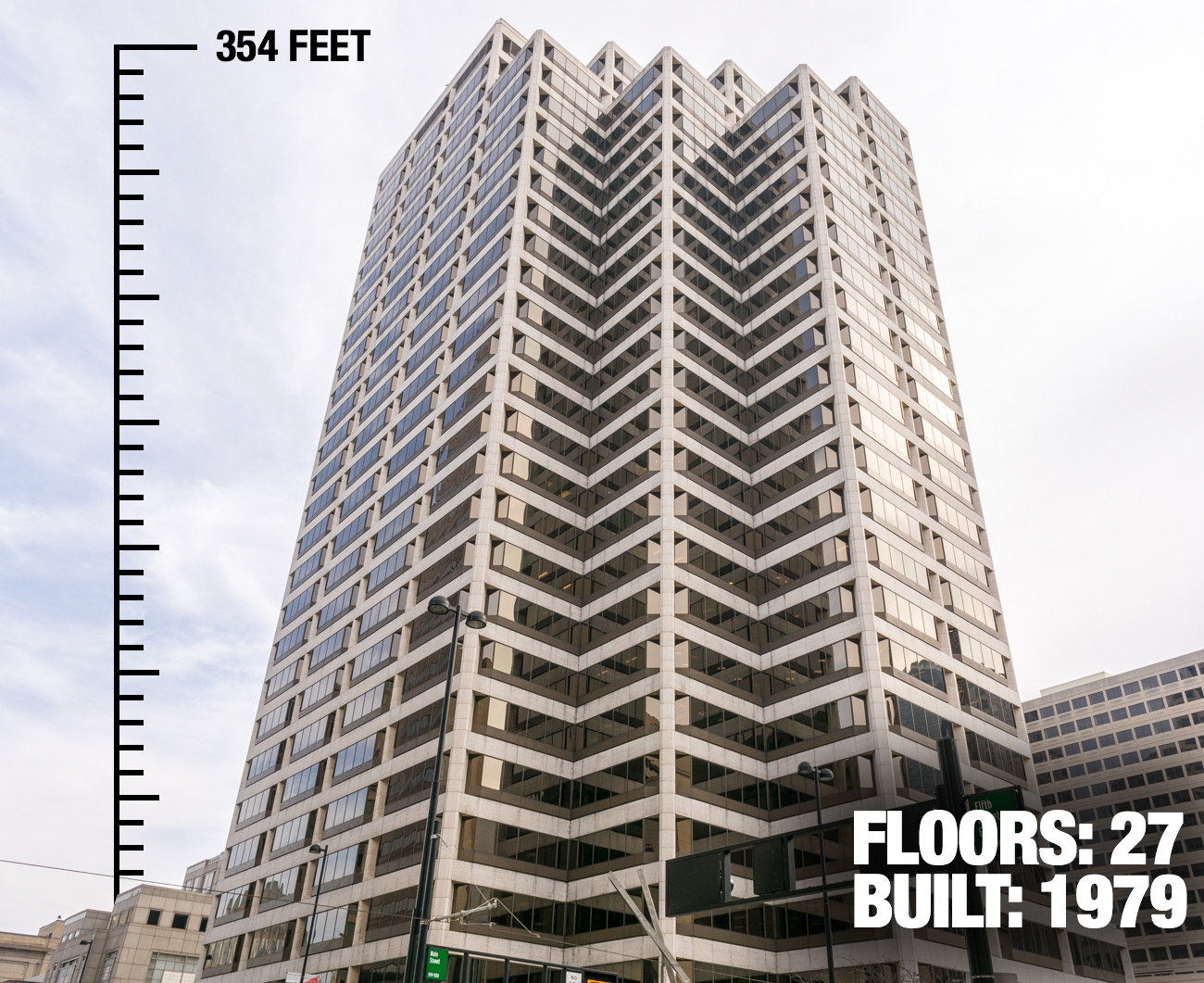 PNC Center: 354 feet tall, 27 floors, built in 1979 / Image: Phil Armstrong, Cincinnati Refined // Published: 2.21.17