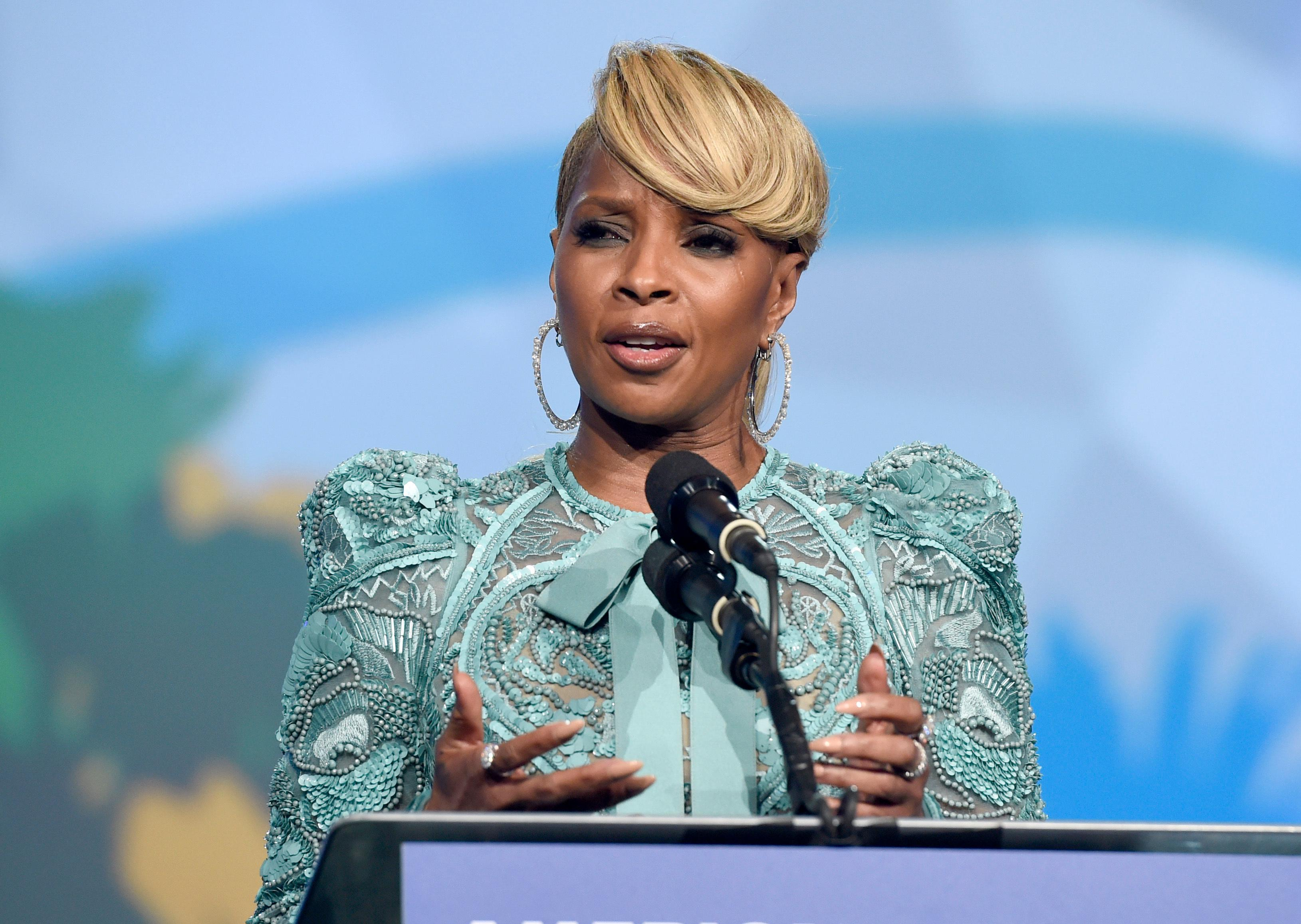 "Mary J. Blige accepts the breakthrough performance award for ""Mudbound"" at the 29th annual Palm Springs International Film Festival on Tuesday, Jan. 2, 2018, in Palm Springs, Calif. (Photo by Chris Pizzello/Invision/AP)"