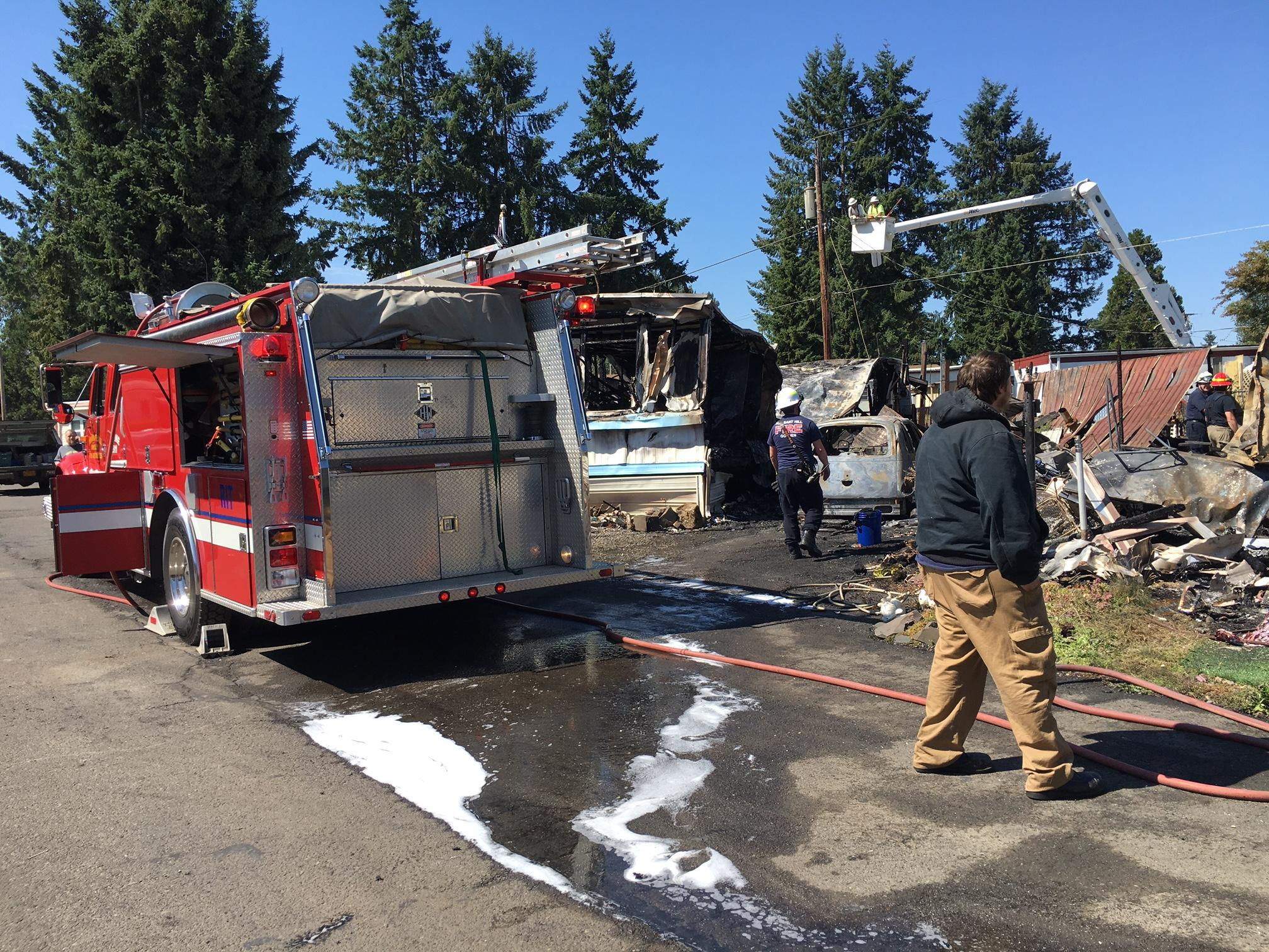 A fire at Bella Casa Mobile Home Park on Edenvale Road in Pleasant Hill affected 3 homes and displaced 7 residents, July 17, 2017. (SBG photo)