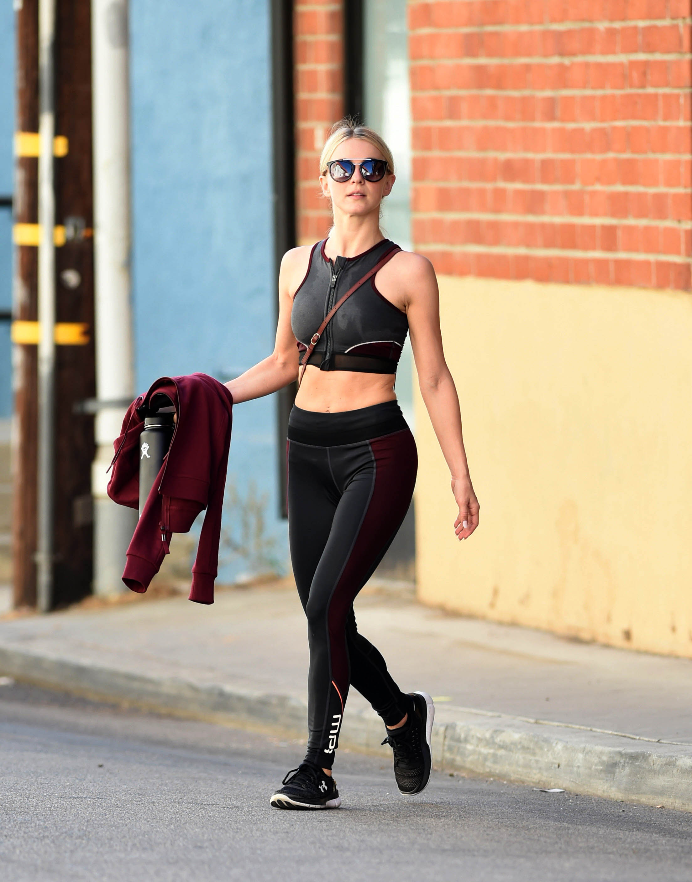 Julianne Hough looks like she hardly broke a sweat after her morning workout                                    Featuring: Julianne Hough                  Where: Los Angeles, California, United States                  When: 11 Oct 2017                  Credit: WENN.com