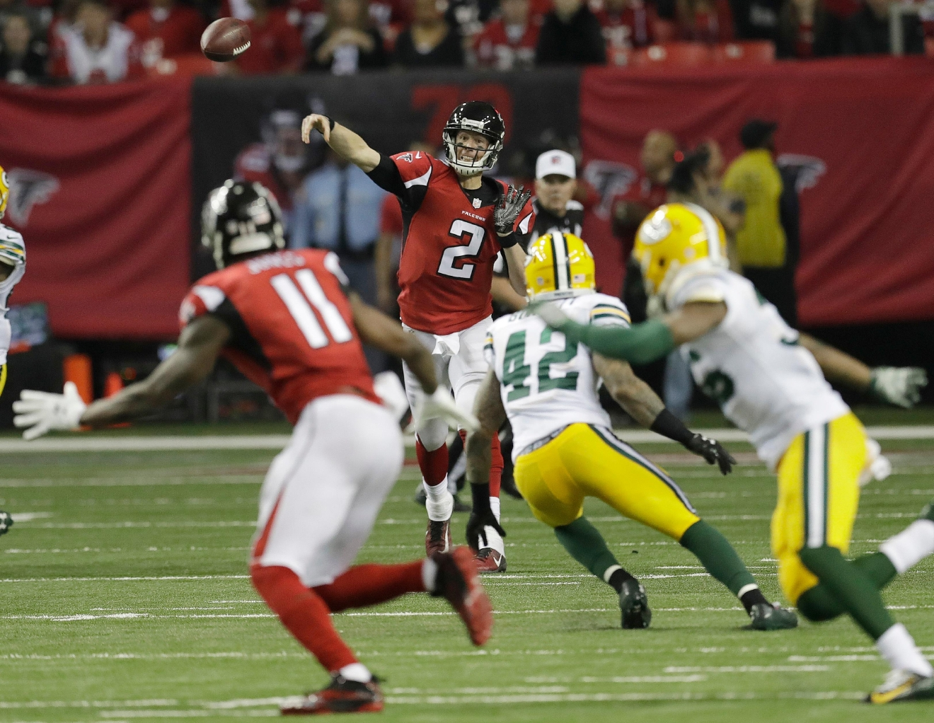 Atlanta Falcons' Matt Ryan throws a touchdown pass to Julio Jones (11) during the second half of the NFC championship game against the Green Bay Packers Sunday, Jan. 22, 2017, in Atlanta. (AP Photo/David J. Phillip)
