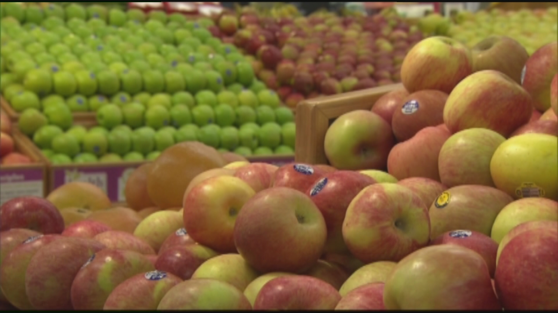 It's the classic supermarket dilemma: buy organic or non-organic. News 3 takes you from the farm to the grocery store … a place where your well-being squares off with your wallet! (KSNV)