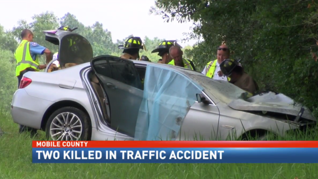 Two killed in traffic accident in Mobile County