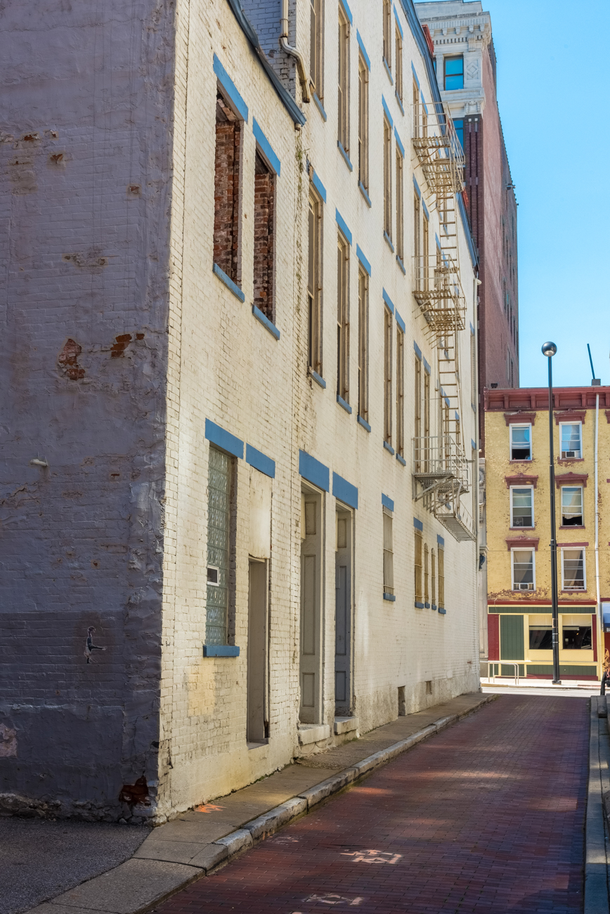 NAME: Alden Alley / CONNECTS: Main Street to Sycamore Street / NEIGHBORHOOD: Downtown / Image: Phil Armstrong, Cincinnati Refined