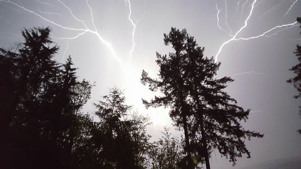 Brilliant thunderstorm punctuates end to 4-day heat wave in Puget Sound region