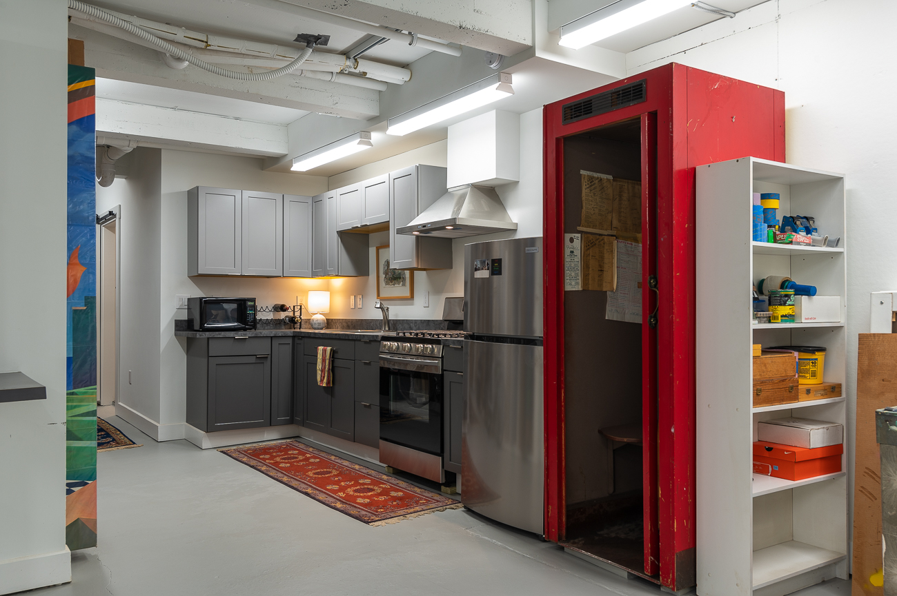In addition to the first-floor kitchen, a second full kitchen can be found downstairs in Kim's art studio. / Image: Phil Armstrong // Published: 10.11.20