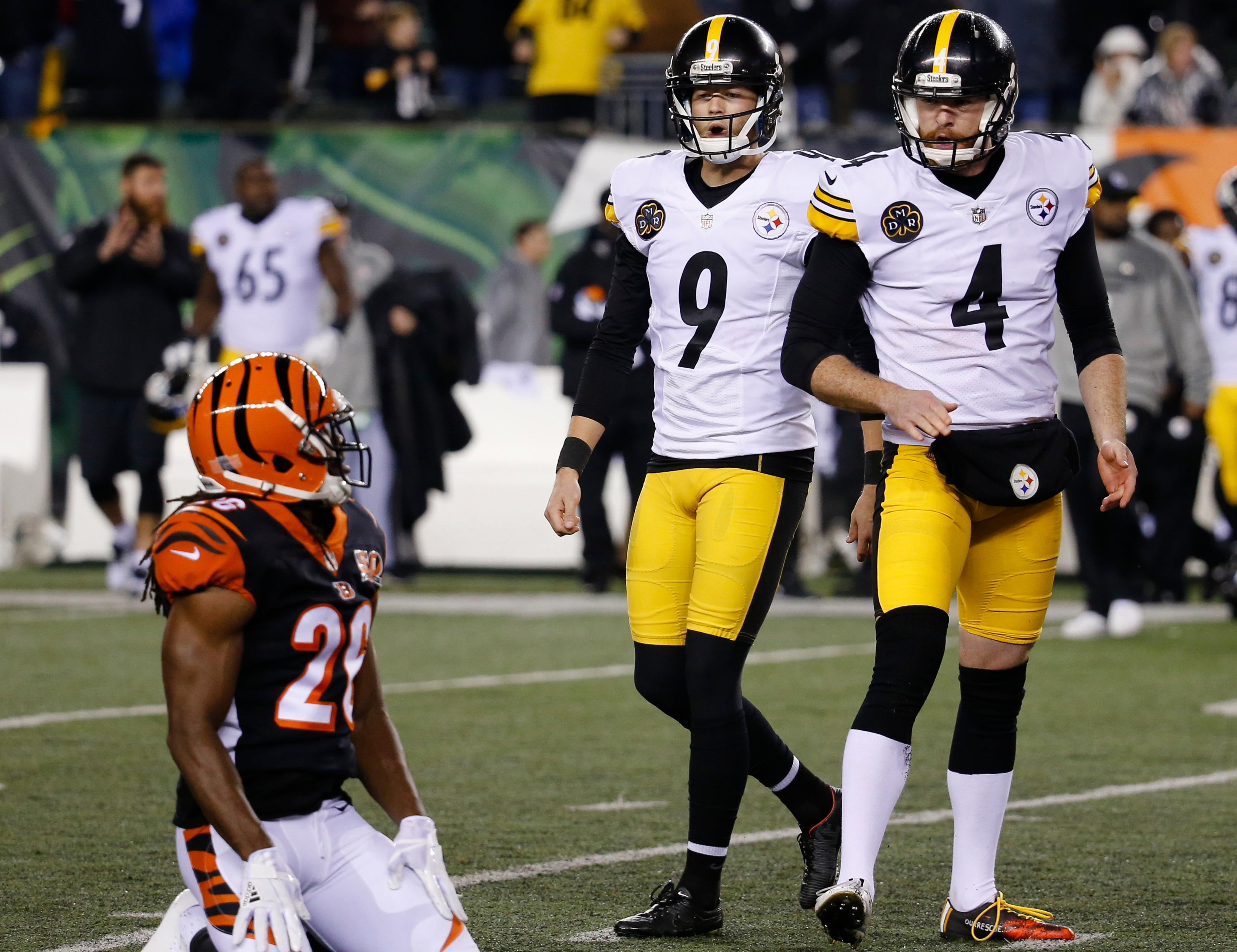 The Pittsburgh Steelers play an NFL football game against the Cincinnati Bengals, Monday, Dec. 4, 2017, in Cincinnati. (AP Photo/Frank Victores)