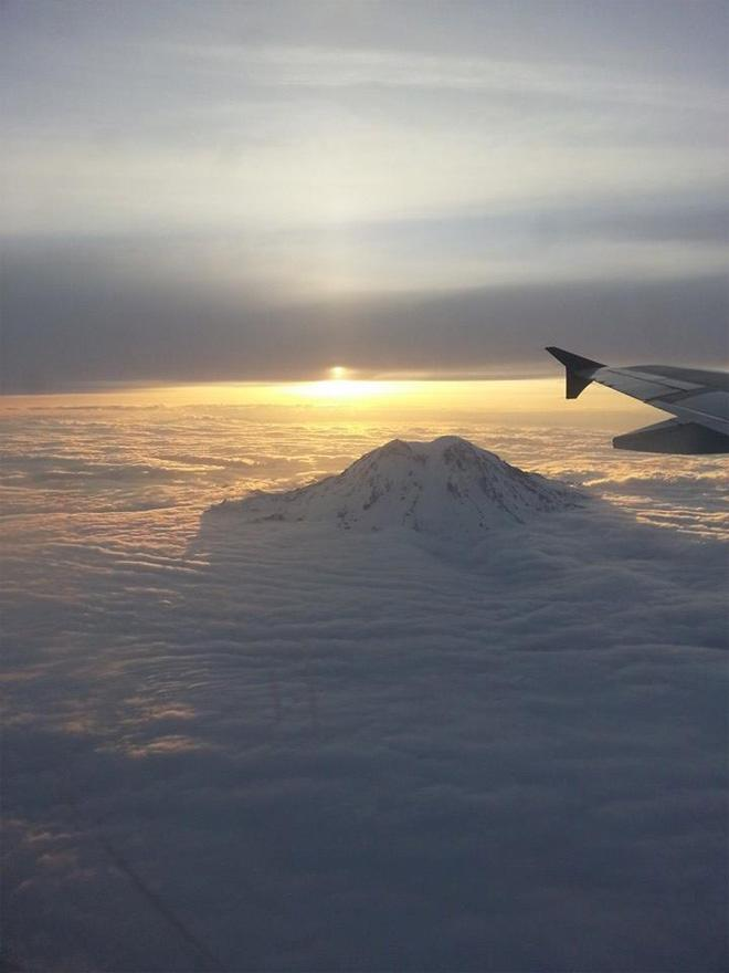 Sunrise just after takeoff from SeaTac (Photo: Liz Nelson)