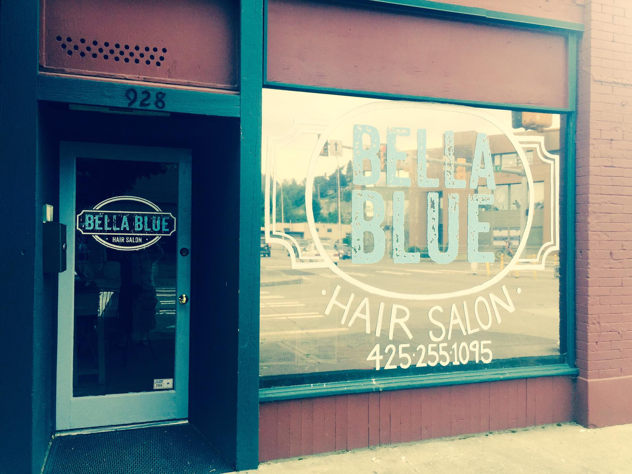 You'll love the stylists at Bella Blue and the delectable wines from Vino Aquino Winery.<p></p>