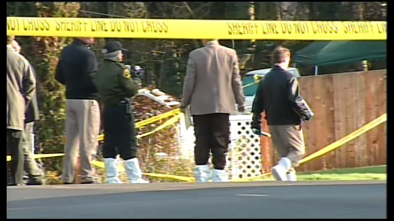 Investigators collect evidence at the crime scene. (2005 KOMO file photo)<p></p>