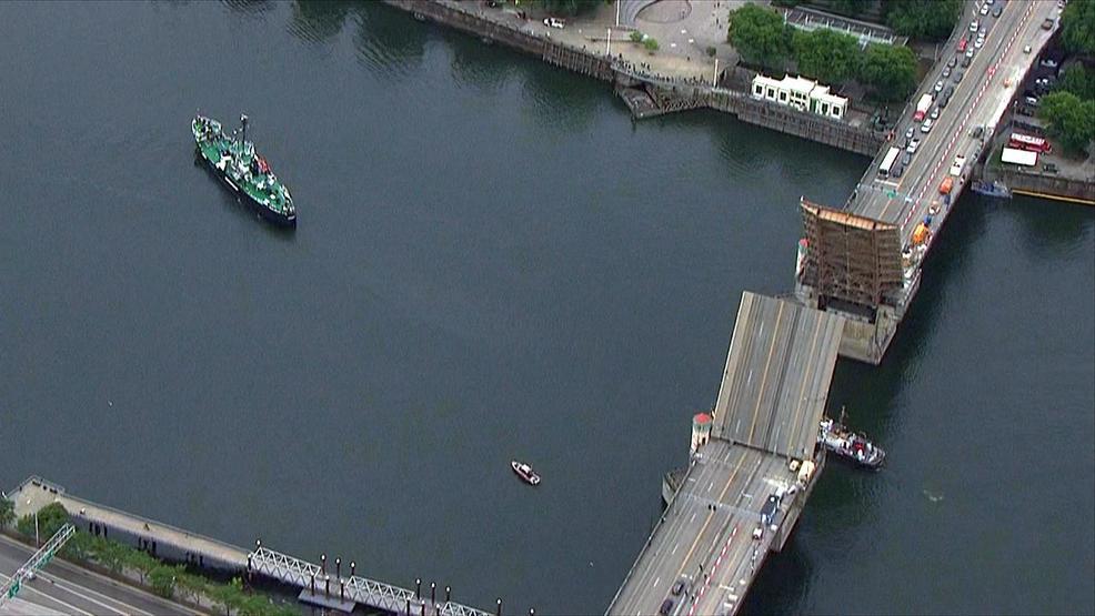 Resultado de imagen para First ships arrive in Portland for Fleet Week