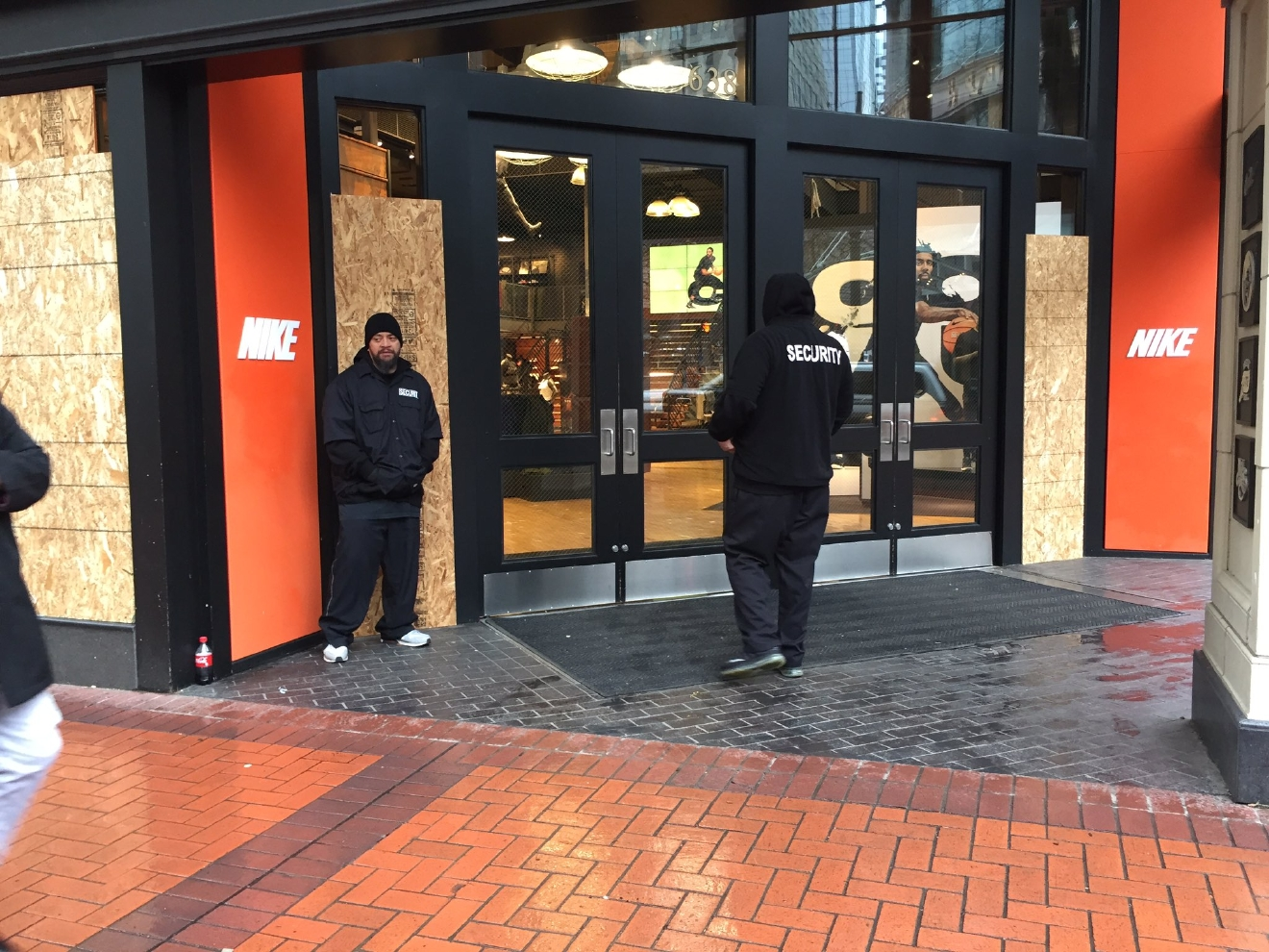 Dec 09,  · Police are looking for a person who fired a gun into the air from a car Saturday morning as a crowd waited outside the Nike store in downtown Portland.