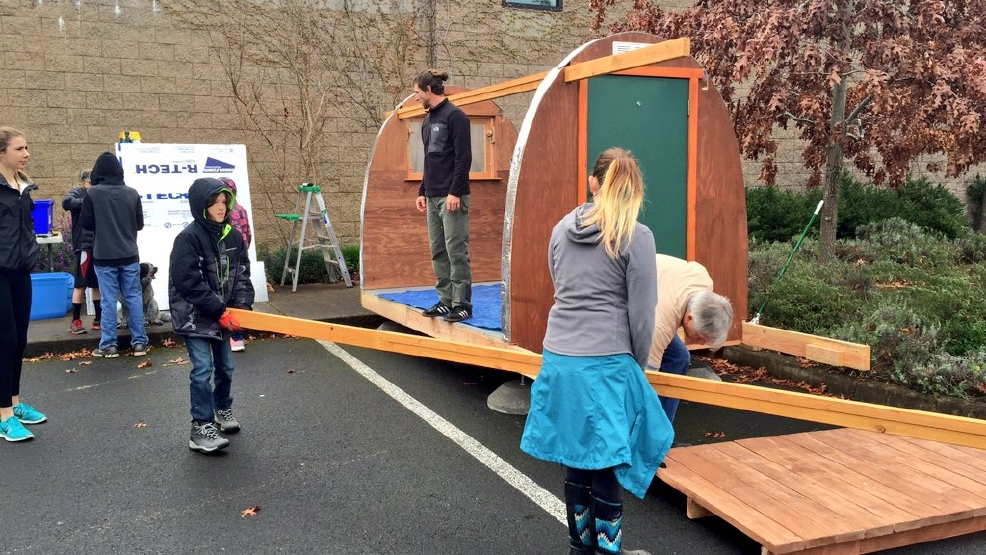 Volunteers Spend Spring Break Building Huts For Homeless
