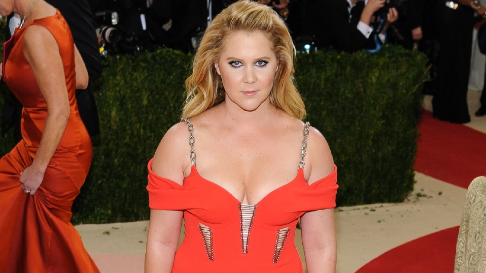 Amy Schumer calls out internet 'trolls'