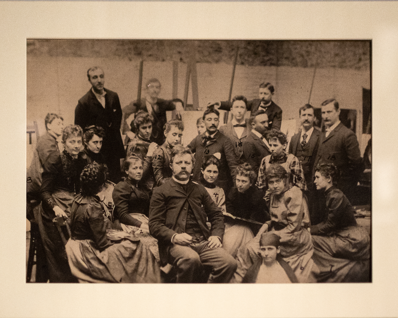 Also in the collection are rare photographs of Duveneck and those in his life. The artist had a studio on the third floor of the Art Museum and taught students there. This is a photo of his class around 1890-91. / Image: Phil Armstrong, Cincinnati Refined // Published: 12.19.20
