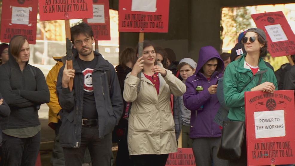 Burgerville Worker's Union threatens to strike, pickets outside restaurant