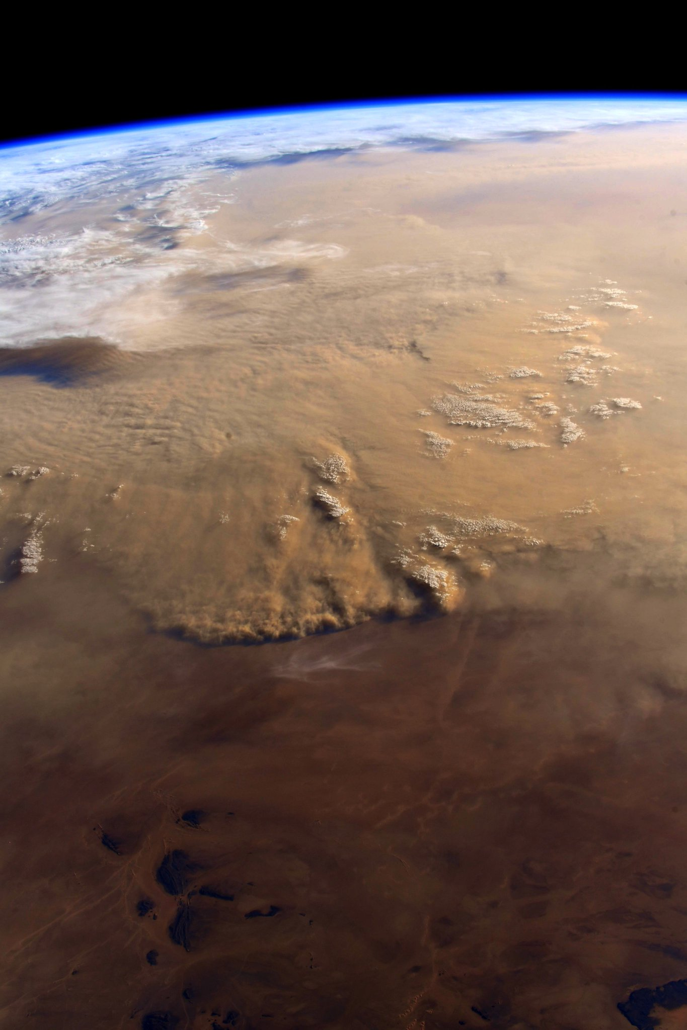 A massive sandstorm rolls across the #Sahara. (Photo & Caption: Ricky Arnold / NASA)