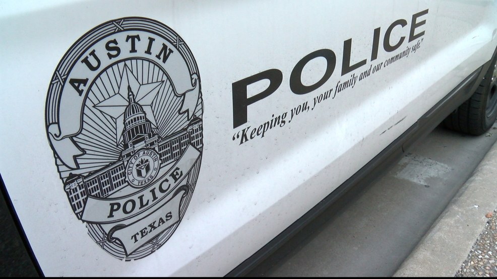 Police ID pedestrian killed crossing I-35 in North Austin