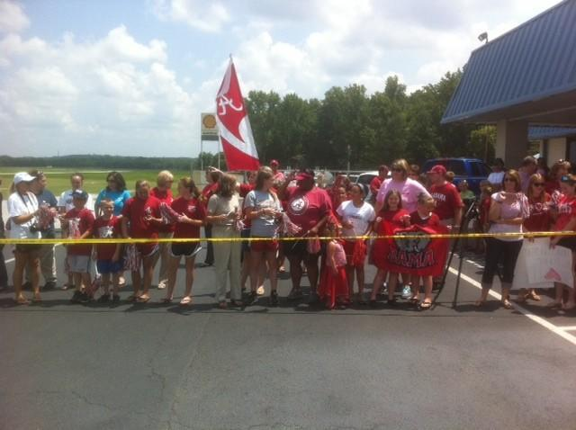 Fans wait for Bama softball team to arrive at Bham Airport