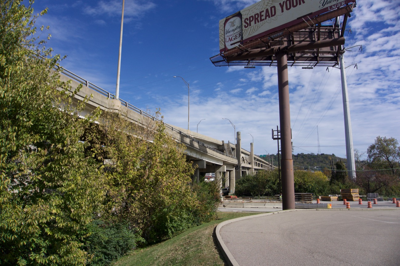HISTORY: The viaduct was built in 1932 as part of the same project that created Union Terminal. The eastern end was rebuilt in 1963 to accommodate the newly built I-75. The last major rehab occurred in 1977. After over 40 years, it seems that design is nearing the end of its lifespan. / Image: Brian Planalp // Published: 11.6.18