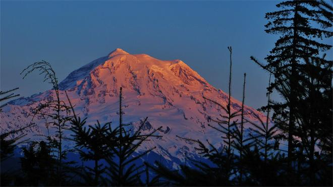 Mt Rainier Sunset in the Cascades: (Photo courtesy: YouNews contributor: troxa41622511086)