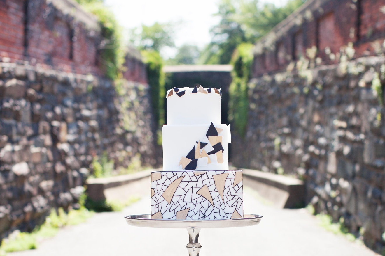Modern wedding cake (Photo: Buttercream Bakeshop)