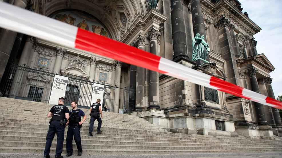 man with knife officer wounded in berlin cathedral. Black Bedroom Furniture Sets. Home Design Ideas