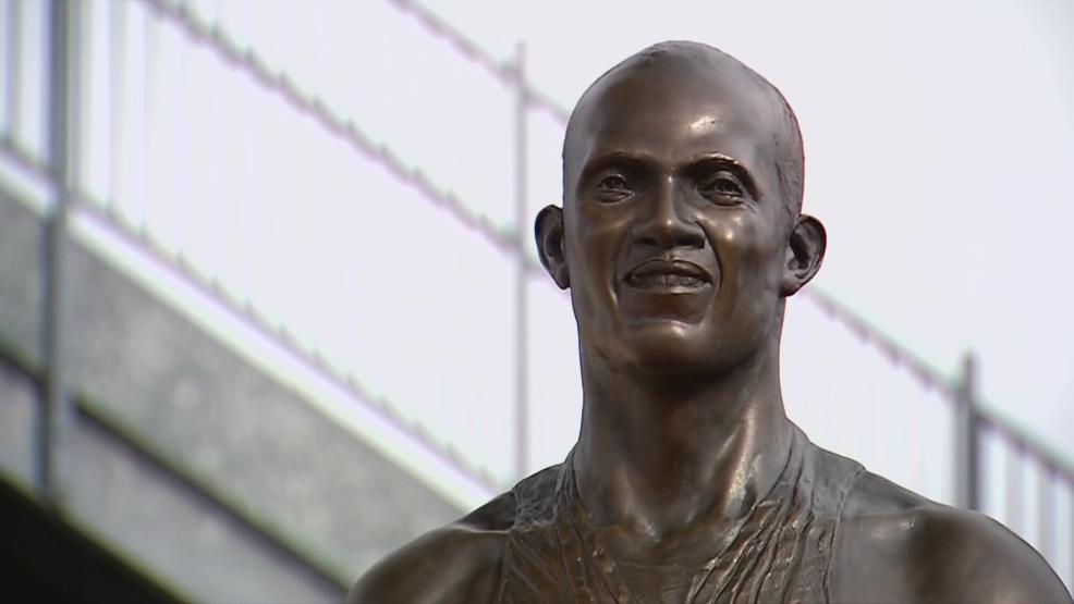 Jesse Owens statue outside of Jesse Owens Memorial Stadium (WSYX/WTTE)