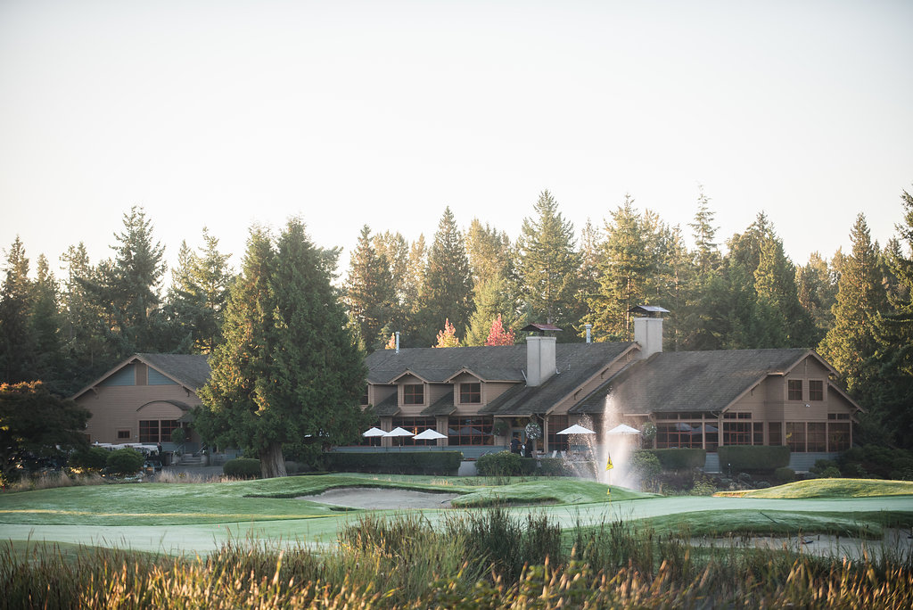 Visit the clubhouse at Semiahmoo Golf and Country Club for homestyle cooking at the Great Blue Heron Grill, or grab some new golf gear at the Pro Shop.<p></p>